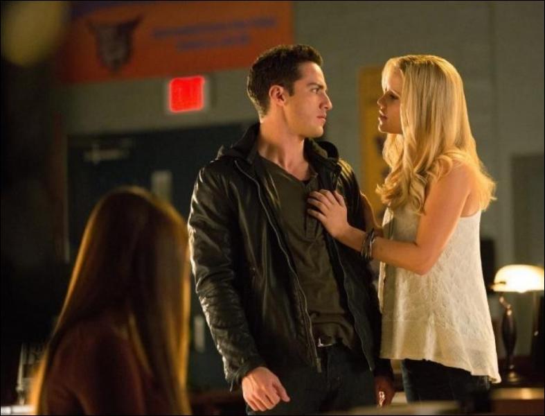 Que demande Rebekah à Tyler ?