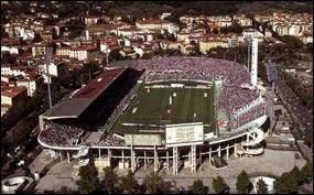 Quel joueur joue dans le stade Artemio-Franchi ?