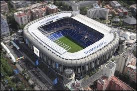 Quel joueur joue dans le stade Santiago Bernabeu ?