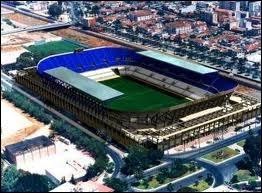 Quel joueur joue dans le stade La Rosaleda ?