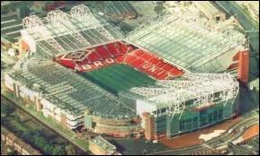 Quel joueur joue dans le stade Old Trafford ?