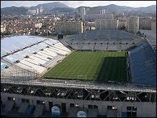 Quel joueur joue dans le stade Vélodrome ?
