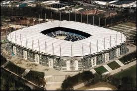 Quel joueur joue dans le Volksparkstadion ?
