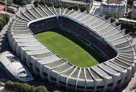 Un stade, un footballeur
