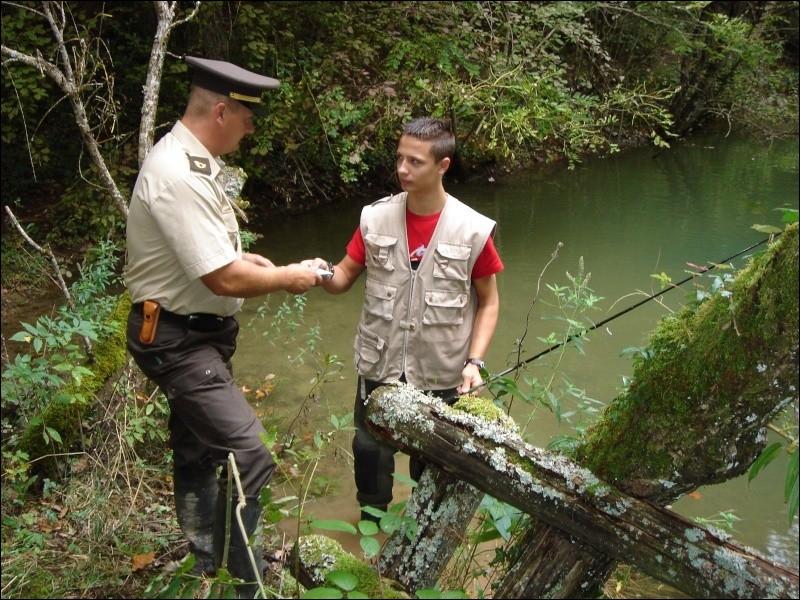Difficile de contester un garde-pêche fédéral en cas de contrôle, car il est ...