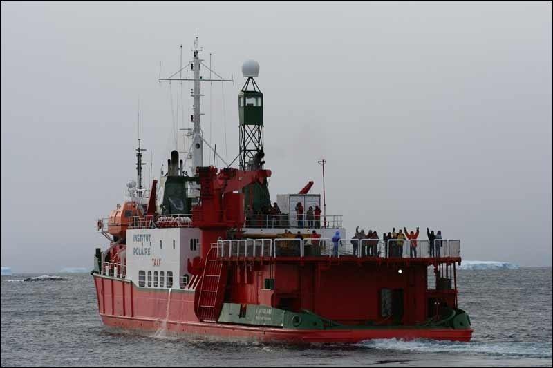 Navire polaire français, il assure la logistique en Terre Adélie !