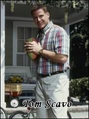 Qui interprète le rôle de Tom Scavo ?