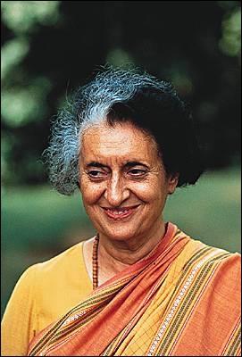 Premier ministre de l'Inde à l'action contrastée, fille de Nehru, elle fut assassinée en 1984 et n'a aucun lien de parenté avec un pacifiste qui porte le même nom de famille. Qui est-elle ?