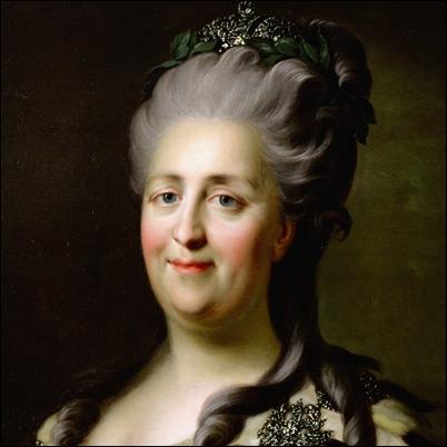 Reine cultivée et dynamique, de taille moyenne pourtant, elle est néeSophie-Frédérique-Augusta d'Anhalt-Zerbst et prit comme nom royal Catherine II de Russie. Quel était son surnom ?