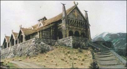 Comment se nomme le palais de Théoden ?