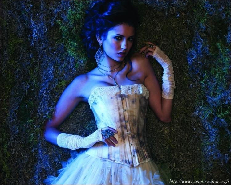 Que s'est-il passé quand Elena est devenue vampire ?