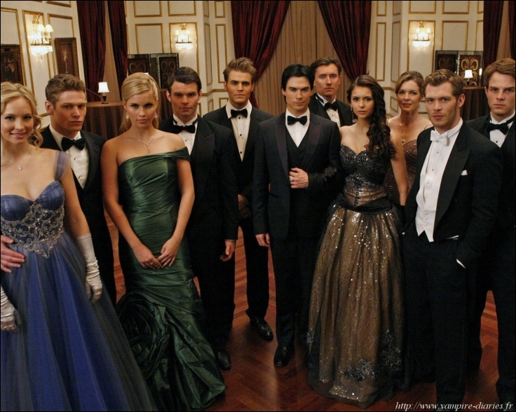 Qui a offert à Caroline la robe qu'elle porte sur cette photo de la saison 3 ?