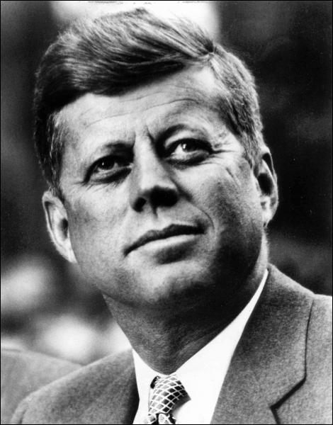 Quelle phrase mythique prononce le président Américain JFK, en visite à Berlin en 1963 ? (photo : JFK)
