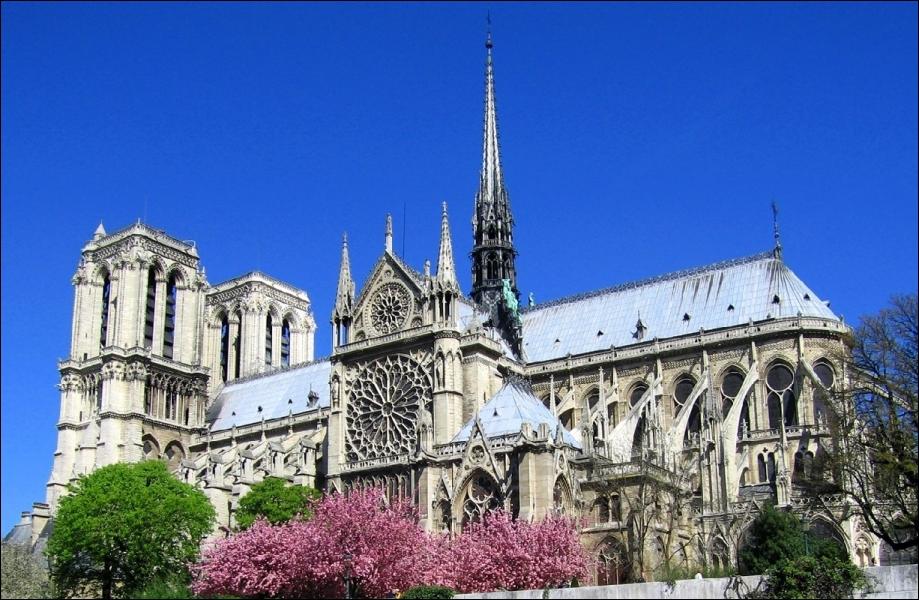 Cette cathédrale fête, en 2013, ses 850 ans. Comment s'appelle-t-elle ?