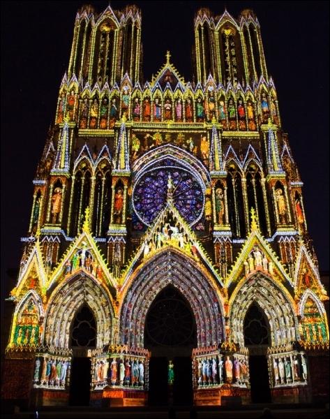 Cette cathédrale impressionne par la richesse de sa statuaire qui compte plus de 2 303 statues. De laquelle s'agit-il ?