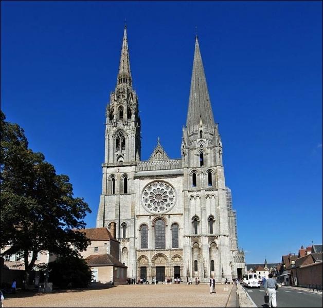 Cette cathédrale est considérée comme une des cathédrales gothiques les mieux conservées. Comment se nomme-t-elle ?