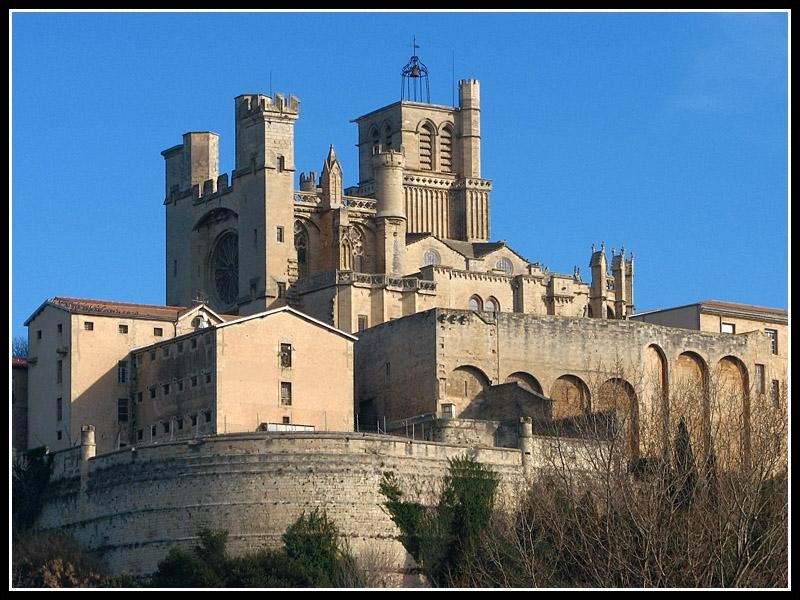 Cette cathédrale est construite sur un ancien temple romain. Comment s'appelle-t-elle ?