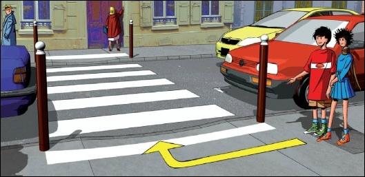 Pour que le conducteur de la voiture jaune comprenne que tu veux traverser, il faut d'abord :