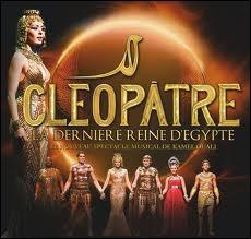 Qui joue le rôle de Cléopâtre et de César ?