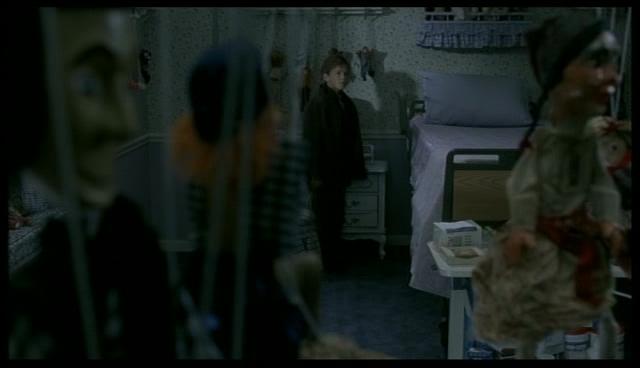 Quelle jambe de Cole attrape Kira ?