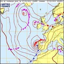 Sur une carte, comment s'appellent les lignes qui réunissent les points où la pression atmosphérique, réduite au niveau de la mer, est la même à un moment défini ?