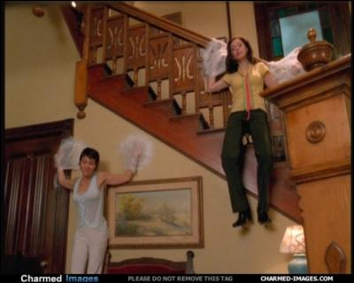 Où se trouve Piper et Chris quand ils se font attaquer par le démon araignée ?