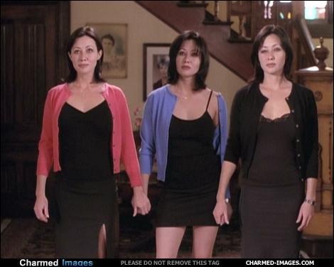 Dans l'épisode  Clones en séries  (1/16), que font bouger les trois clones de Prue ?
