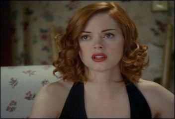 Dans la série, pour quelle raison Paige a-t-elle les cheveux roux ?
