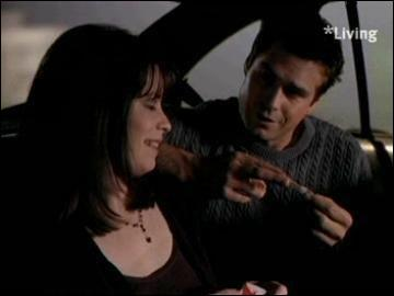 Dans le tout premier épisode de la série, où se trouve Piper quand elle fige pour la première fois un démon ?