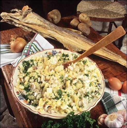 Quel poisson est a la base de la composition de l'estofinade, mets assez commun dans les départements du Lot et de l'Aveyron ?