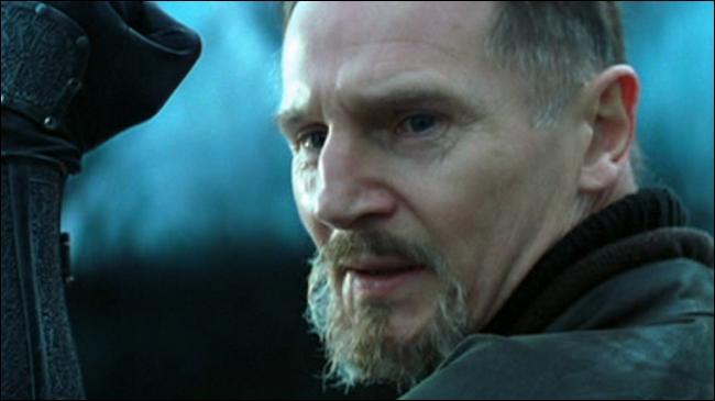 """Dans """"Batman Begins"""", il est Henri Ducard, connu aussi sous le nom de Ra's al Ghul !"""