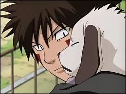 Lorsqu'il utilise la technique du loup bicéphale avec Akamaru, de quelle couleur sont leurs yeux ?