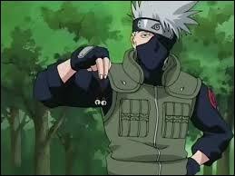 De quelle couleur est le livre que lit Kakashi lorsqu'il fait passer le test des clochettes à Naruto, Sasuke & Sakura ?