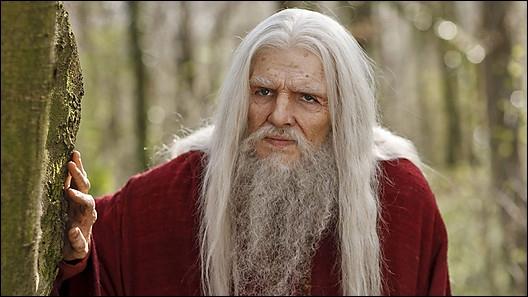 Dans quelle saison voit-on apparaître Merlin âgé pour la première fois ?