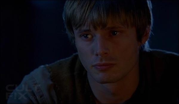 Quel chevalier s'est sacrifié à la place d'Arthur au début de la saison 4 ?