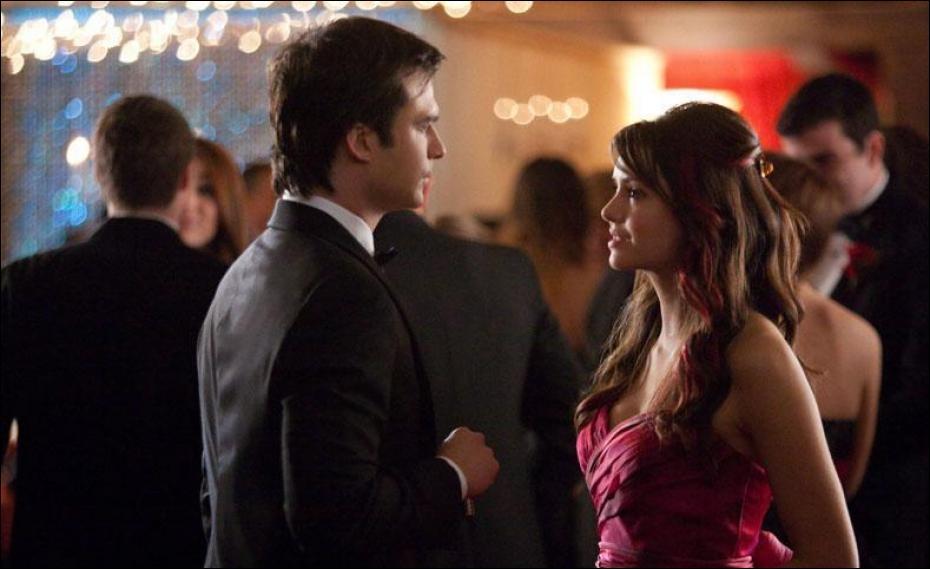 Dans l'épisode 19, que dit Damon à Elena juste avant le bal de promo ?
