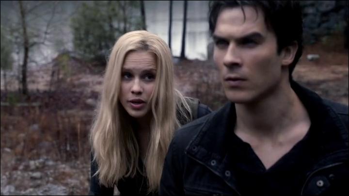 Que dit Rebekah à propos de Damon sur l'île ?