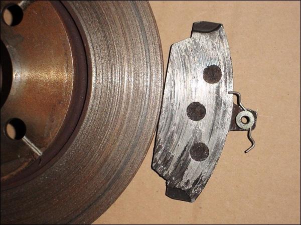 Il convient de faire attention aux disques, la... petite rayure les rendra inutilisables.