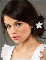 Comment s'appelle la maman de Selena ?