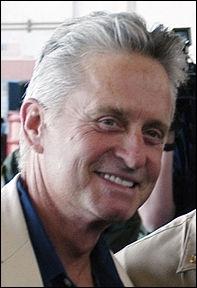 Il est acteur et a joué dans de nombreux films tels que   Vol au-dessus d'un nid de coucou  ou  Wall Street . Il est le fils d'un certain Kirk. Comment s'appelle-t-il ?
