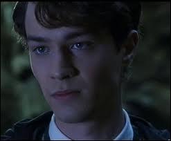 Dans  Harry Potter et la chambre des secrets , quel était le nom de Voldemort , donné par  son moldu de père  ?