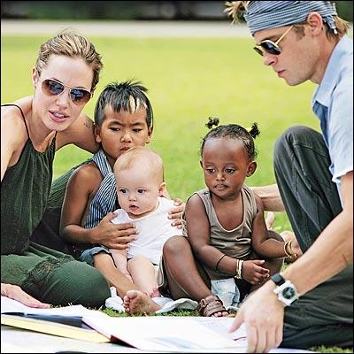 Angelina est mère de famille nombreuse. Combien d'enfants en tout ?