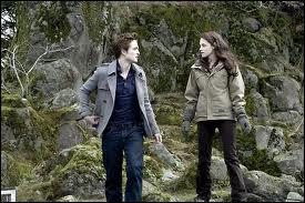 Dans Twilight 3, qui tente de tuer Bella ?
