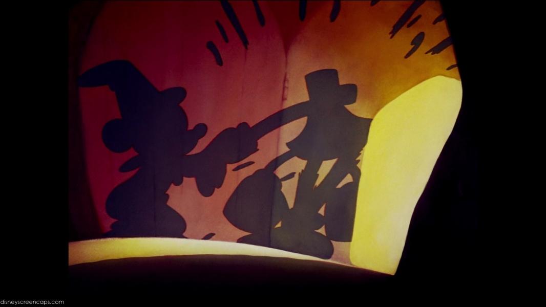 Pourquoi Mickey se voit-il contraint de trancher et hacher menu le balai qu'il a ensorcelé ?