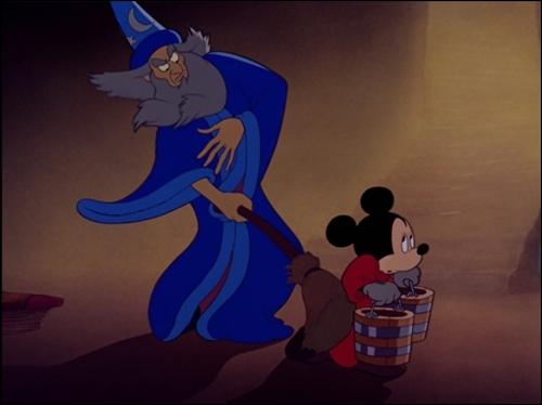 Que fait Yensid pour punir Mickey ?
