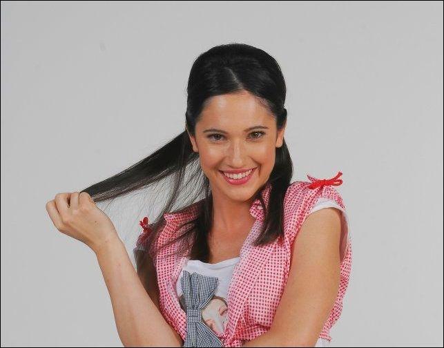 Elle chante ''Nel mio mundo''.