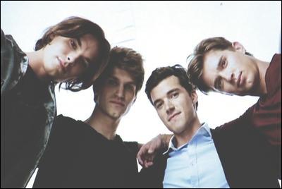 Par qui sont interprétés les personnages récurrents de Caleb, Ezra, Toby et Jason ?