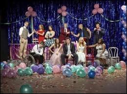 Dans  Glee  (saison 2), qui sont le roi et la reine du bal de promo ?