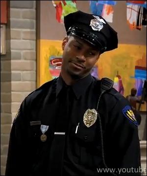 Comment s'appelle le père de Chyna qui est aussi un agent de sécurité ?