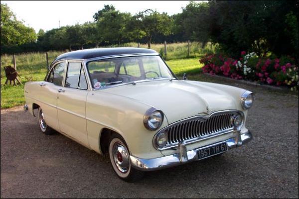 Et cette voiture très américanisée des années 1950 ?